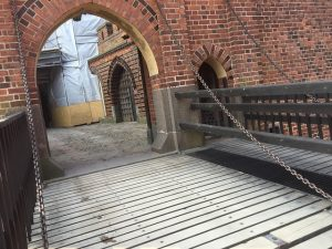 Most prowadzący do zamku